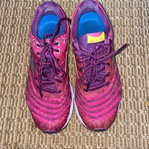 MIZUNO    hot pink and purse running shoes 7.5